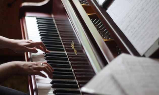 auswendig-lernen-am-piano.jpg