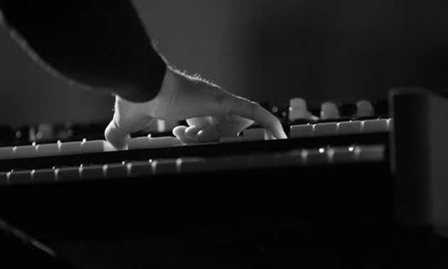 oktaven-spielen-am-klavier.jpg