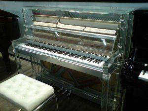Plexiglas-Klavier.JPG